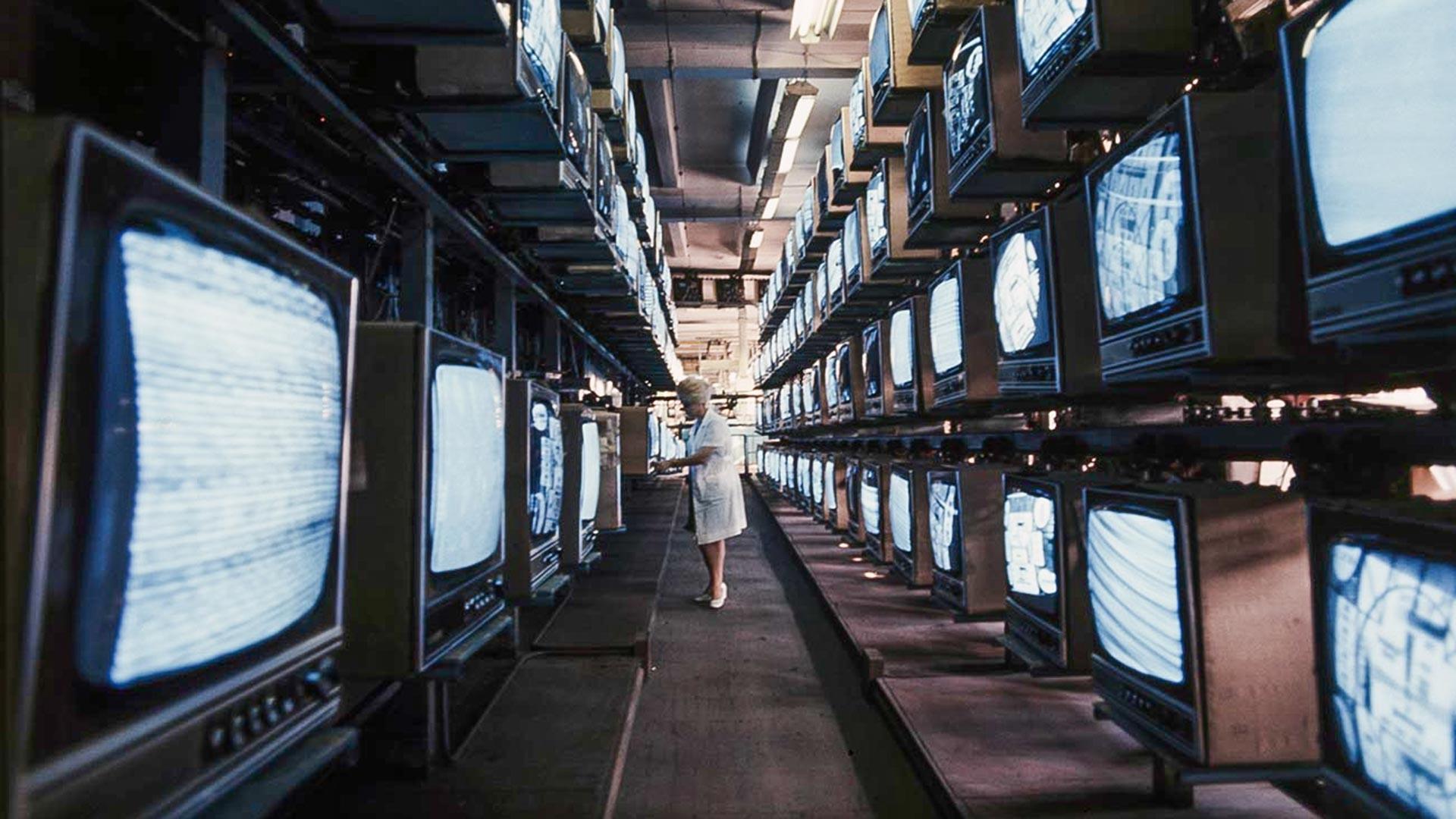 テレビ工場にて