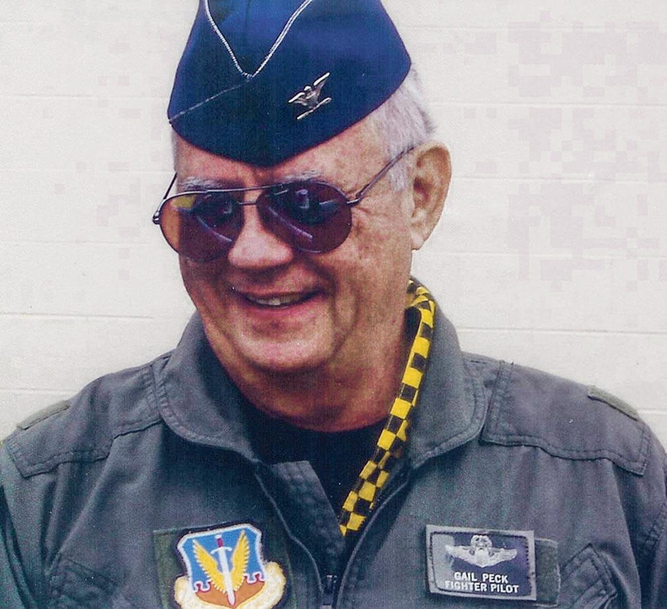 Kolonel Gail Peck.