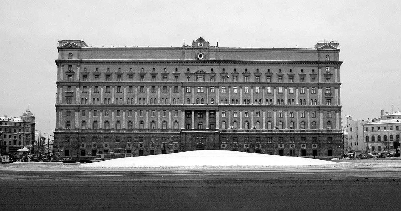 Pemandangan Markas Besar KGB di Lubyanka, Moskow.