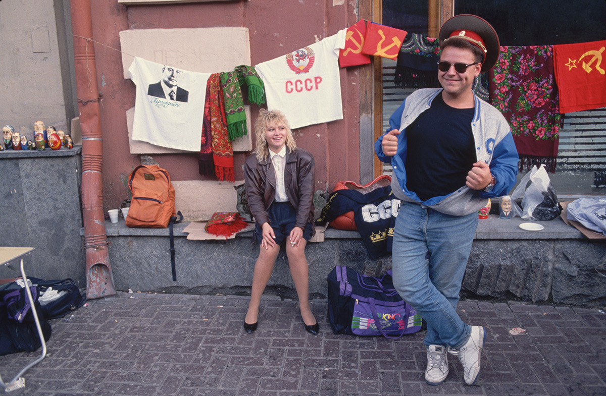 モスクワのアルバート通りにあるソ連風土産店