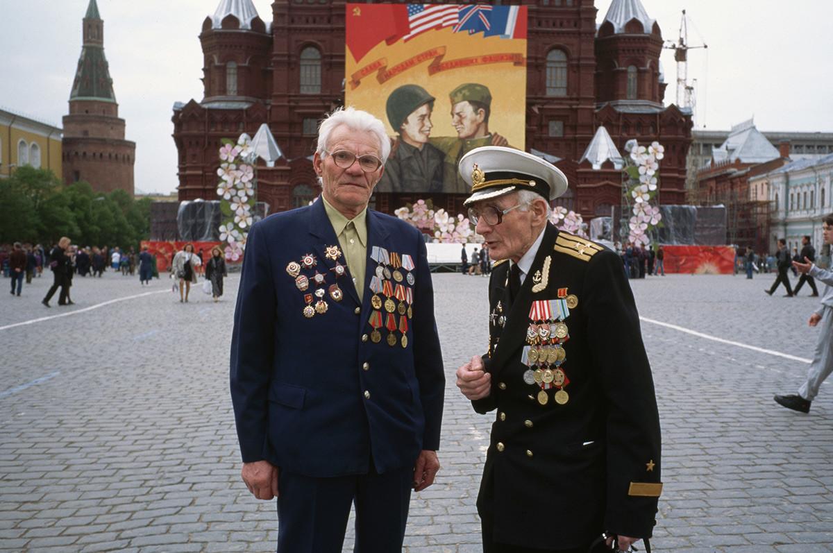戦勝記念日に出席する第二次世界大戦の退役軍人
