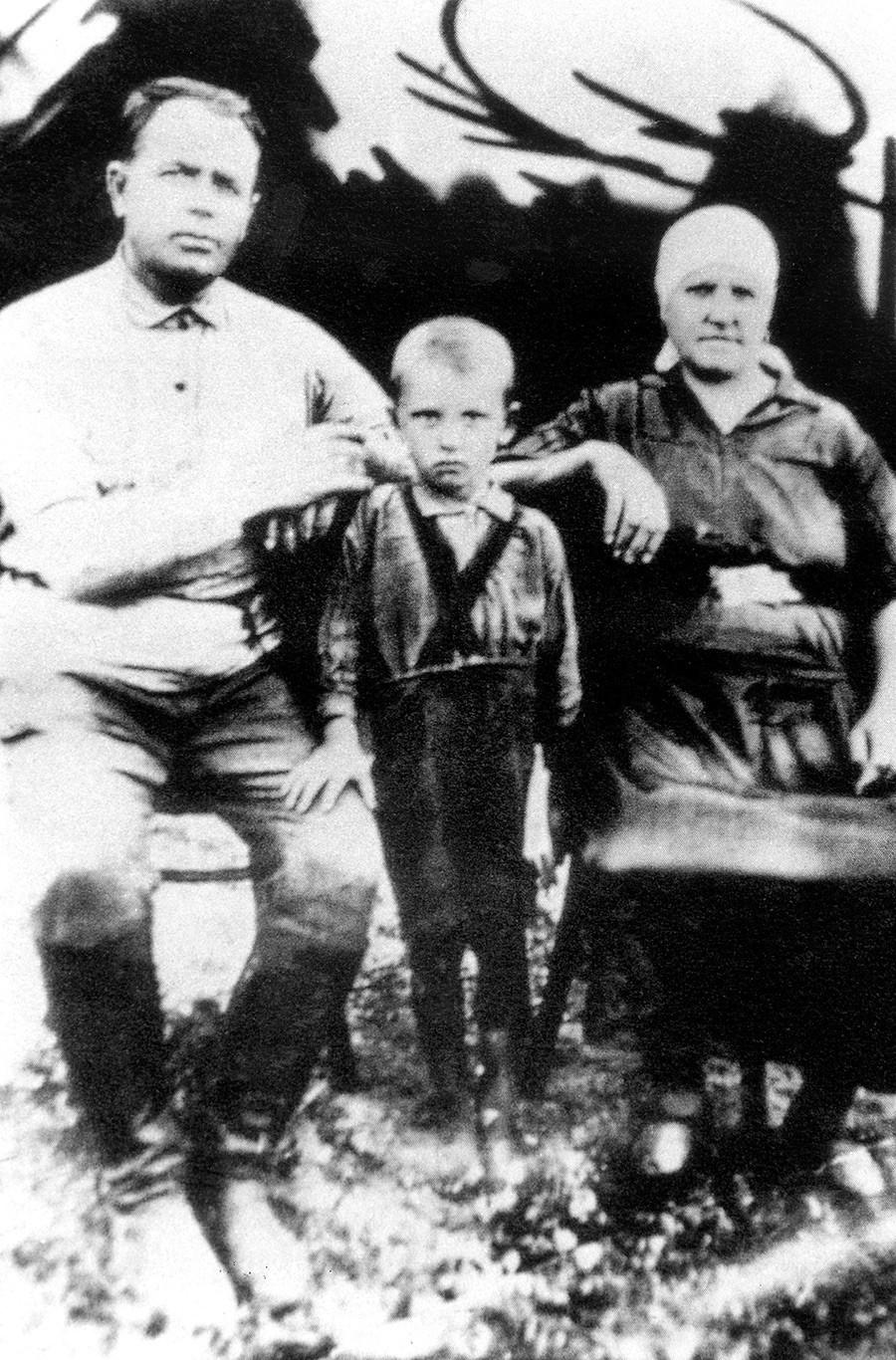 Gorbatschow als 4-jähriges Kind in Priwolnoje, um 1935