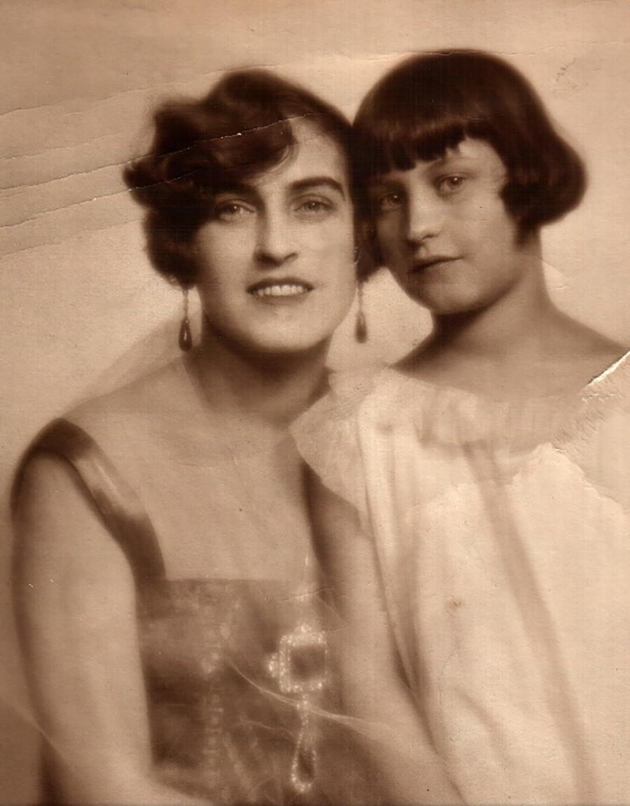 Zinaída Ratchevskaia com as esmeraldas de Maria Pávlovna.