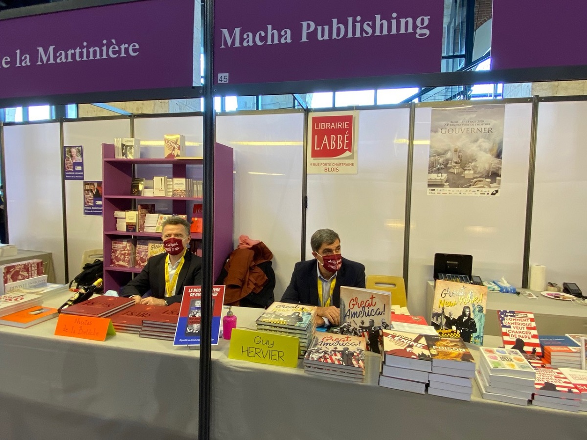 Nicolas de la Bretèche et Guy Hervier, publiés par Macha, en dédicaces aux Rendez-vous de l'histoire de Blois, en 2020