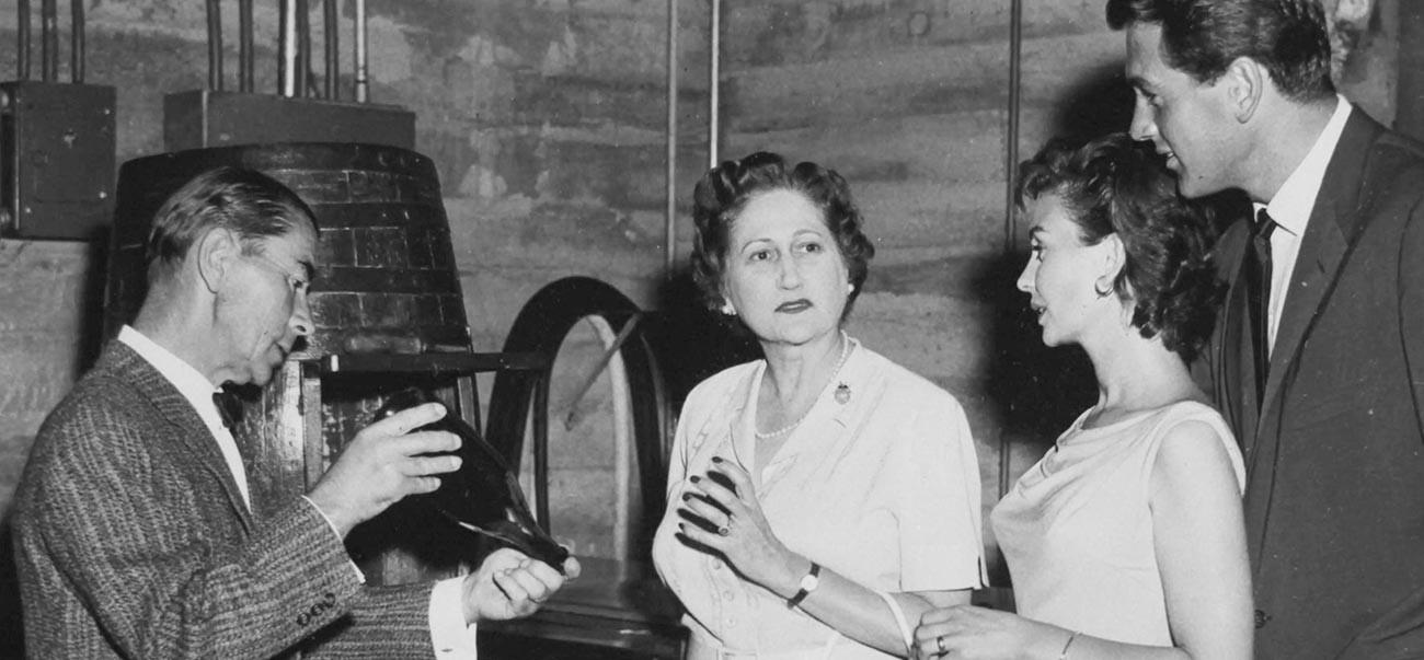 André Tchelistcheff, l'acteur Rock Hudson, l'actrice Jean Simmons, et la marquise De Pins, membre de la famille de de Latour