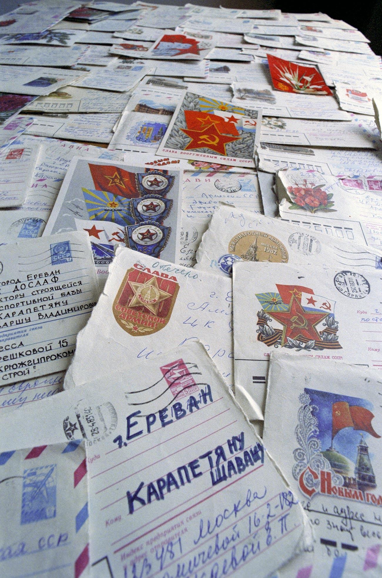 Lettere di ringraziamento inviate a Shavarsh Karapetyan da ogni angolo dell'Unione Sovietica