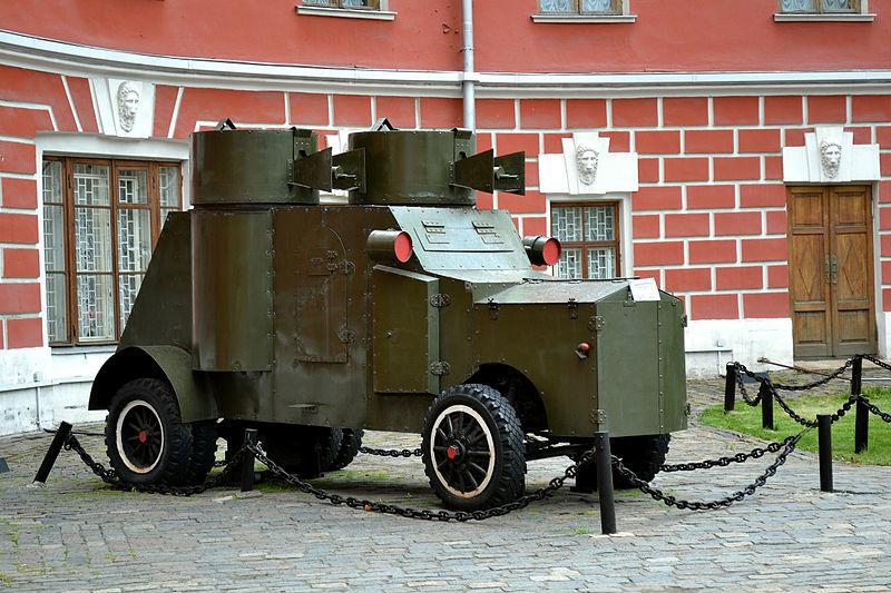Un coche blindado Fiat-Izhorski (réplica probablemente construida en 1967) expuesto en el Museo Estatal Central de Historia Contemporánea de Rusia en Moscú