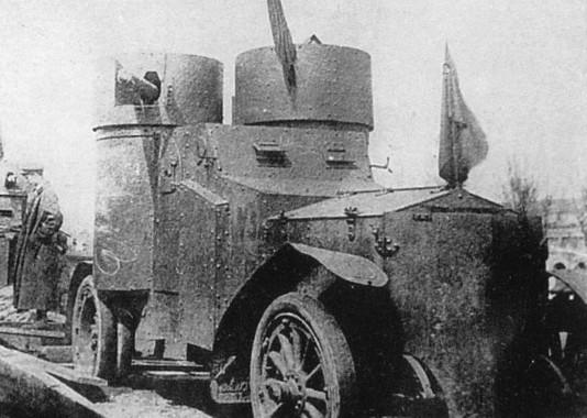 Los coches blindados 'rojos' se dirigen al frente. Fin de 1918.