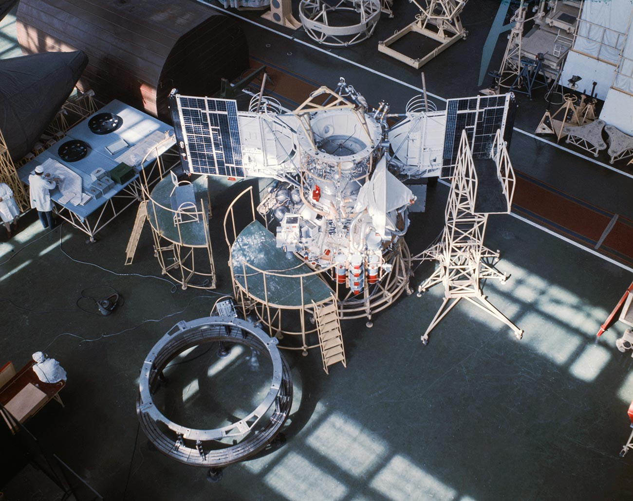 Монтаж на автоматична междупланетарна станция