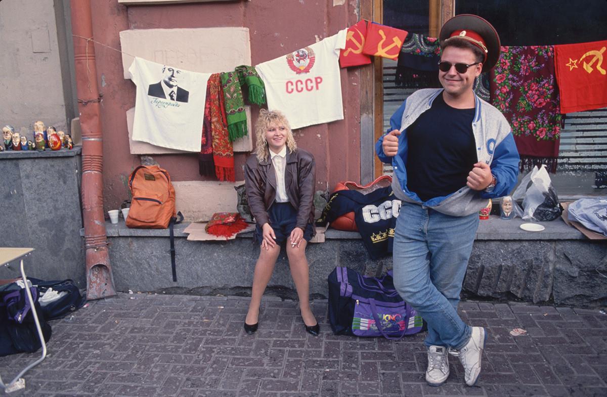 Souvenirs de style soviétique sur la rue Arbat à Moscou