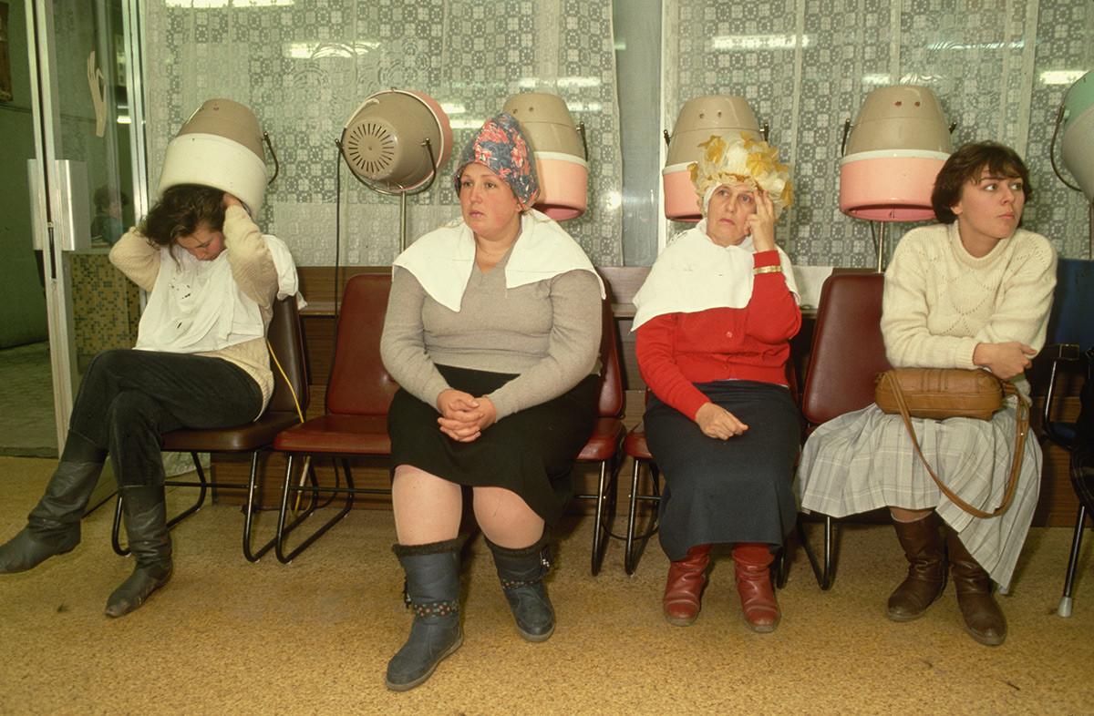 Un salon de coiffure à Moscou