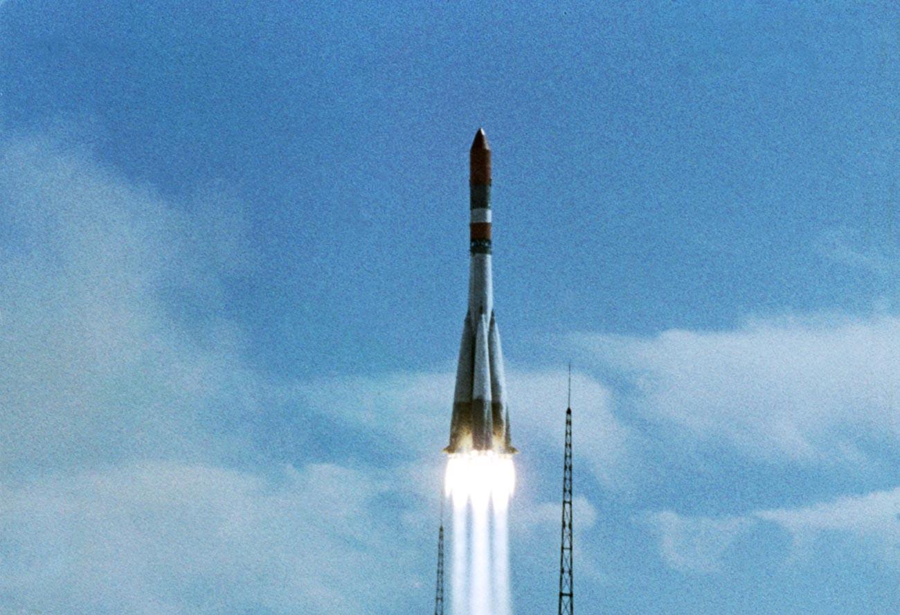 Lancement d'une fusée porteuse avec la sonde spatiale Venera-7