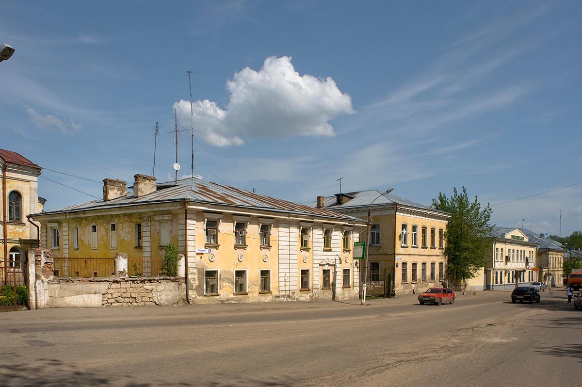 Hiše iz 19. stoletja na Ananinovem trgu. 14. maj 2010