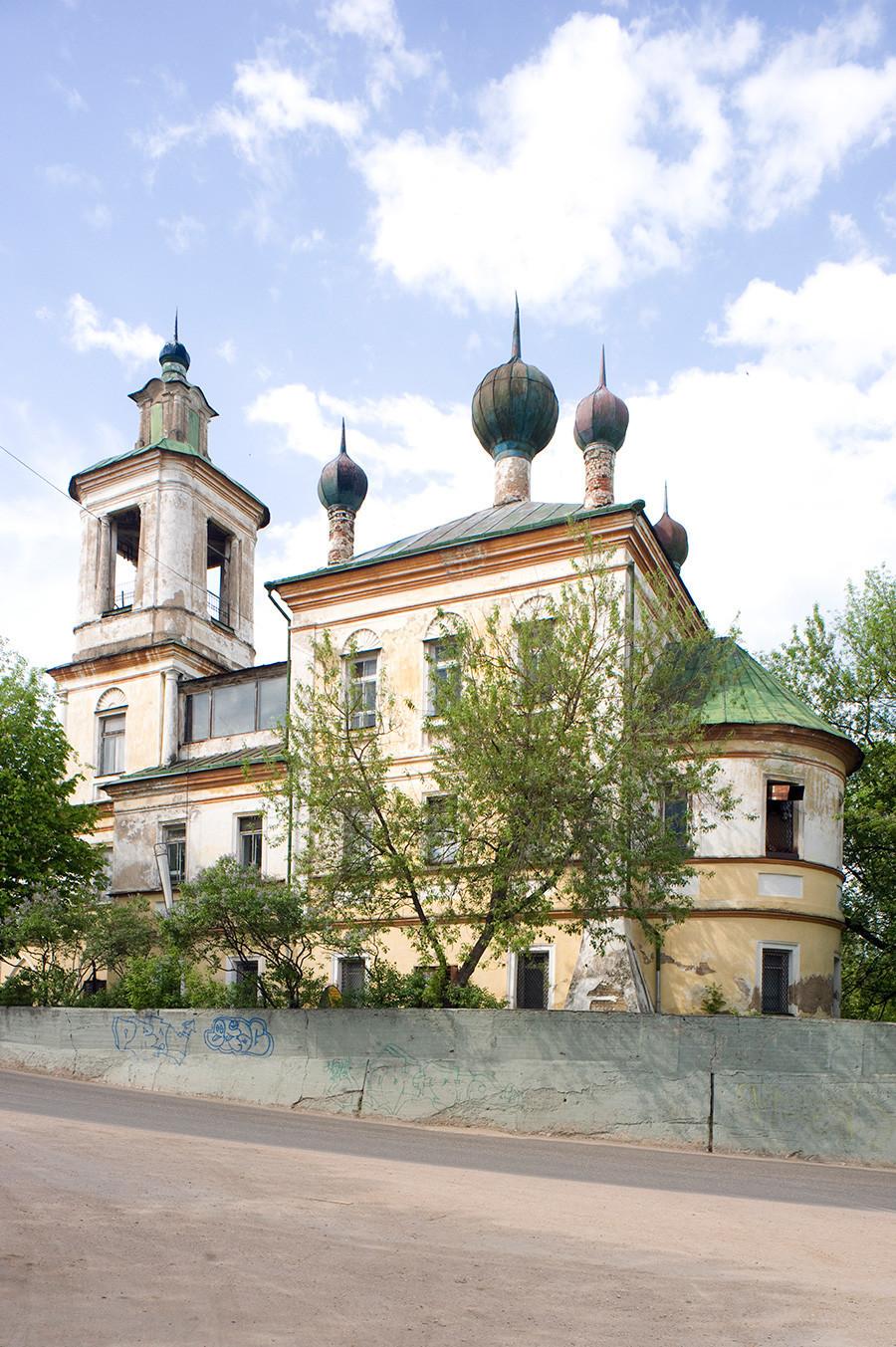 Cerkev sv. Jurija. Pogled proti jugovzhodu. 14. maj 2010