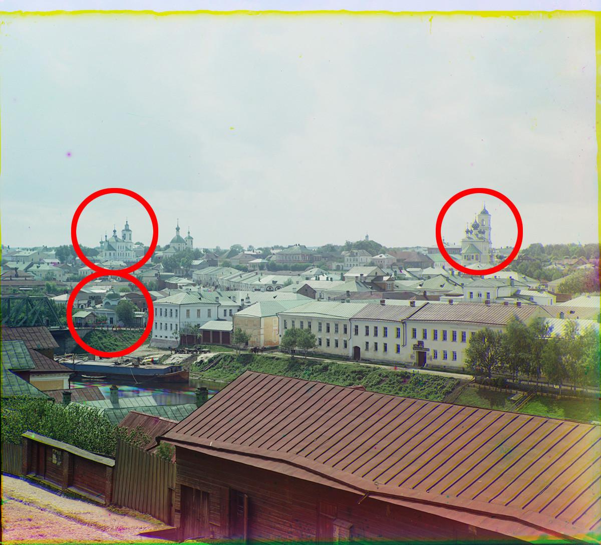 Toržok. Pogled na zahod od Vstajenskega samostana. Levo: reka Tverca, kapela Povišanja svetega križa. Na vrhu: cerkev sv. Jurija (levo); Cerkev Marijinega vnebovzetja (skrajno desno). Poletje 1910