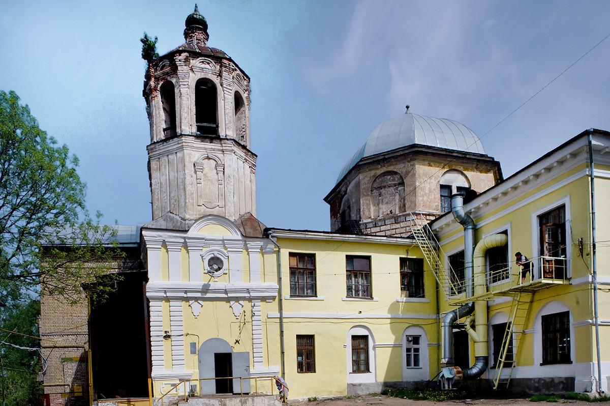 Vstajenski samostan, vstajenska katedrala. Pogled proti jugozahodu. Danes spremenjeno v šiviljsko delavnico. 14. maj 2010