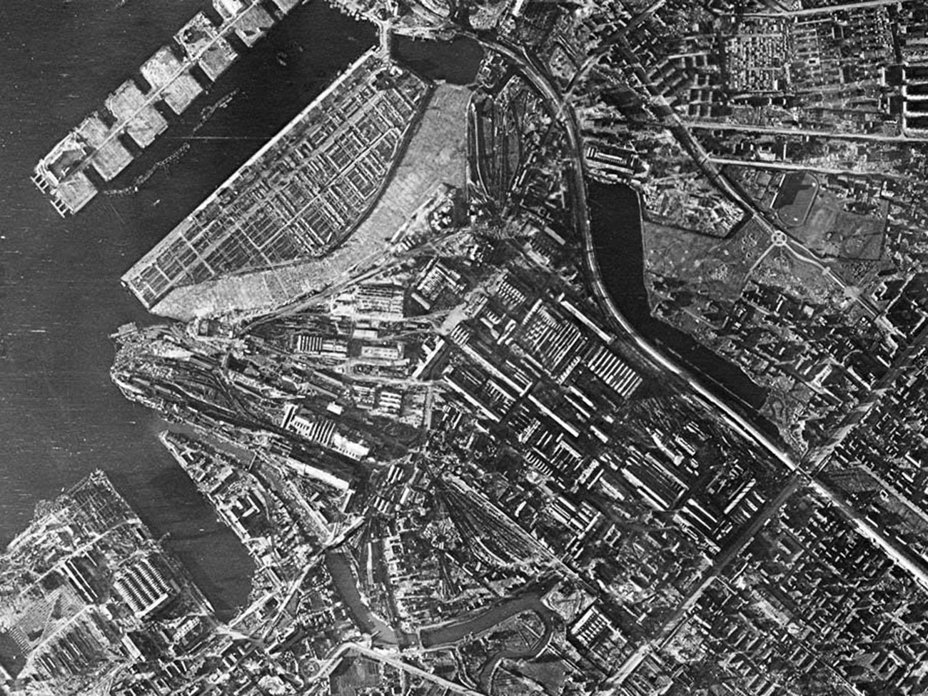 Camouflaged Kirov factory and port.