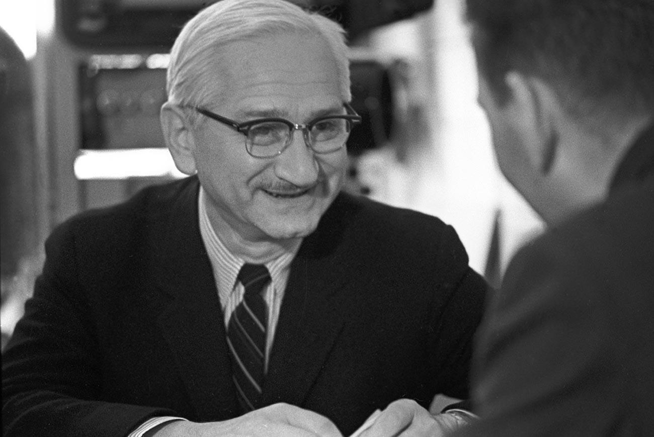 Ilmuwan Amerika Albert Bruce Sabin, pengembang vaksin polio.