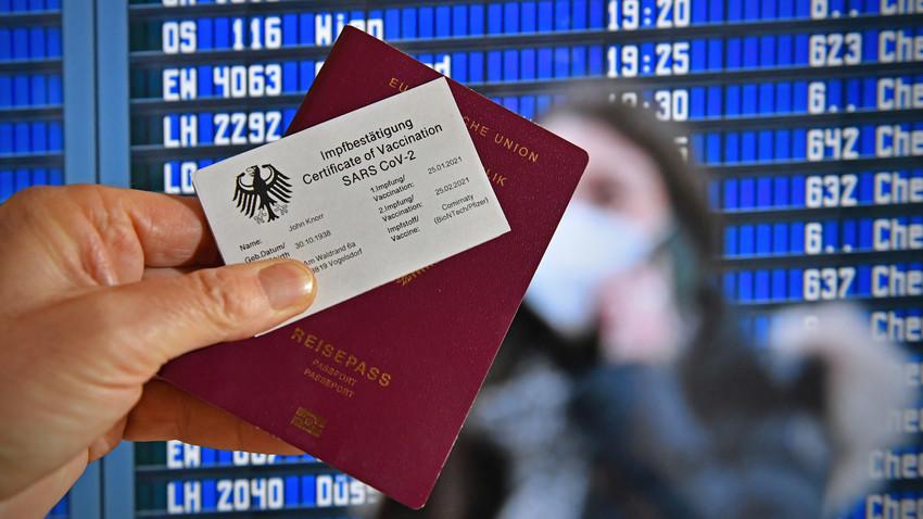 Simbolična slika digitalnega covid potnega lista.