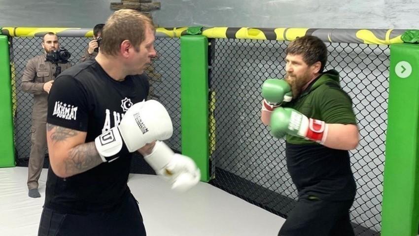 Aleksander Jemeljanenko in Ramzan Kadirov med treningom
