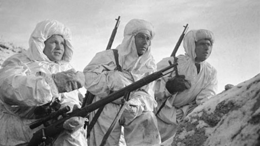 Záitsev (esquerda) durante a Batalha de Stalingrado, em 1942
