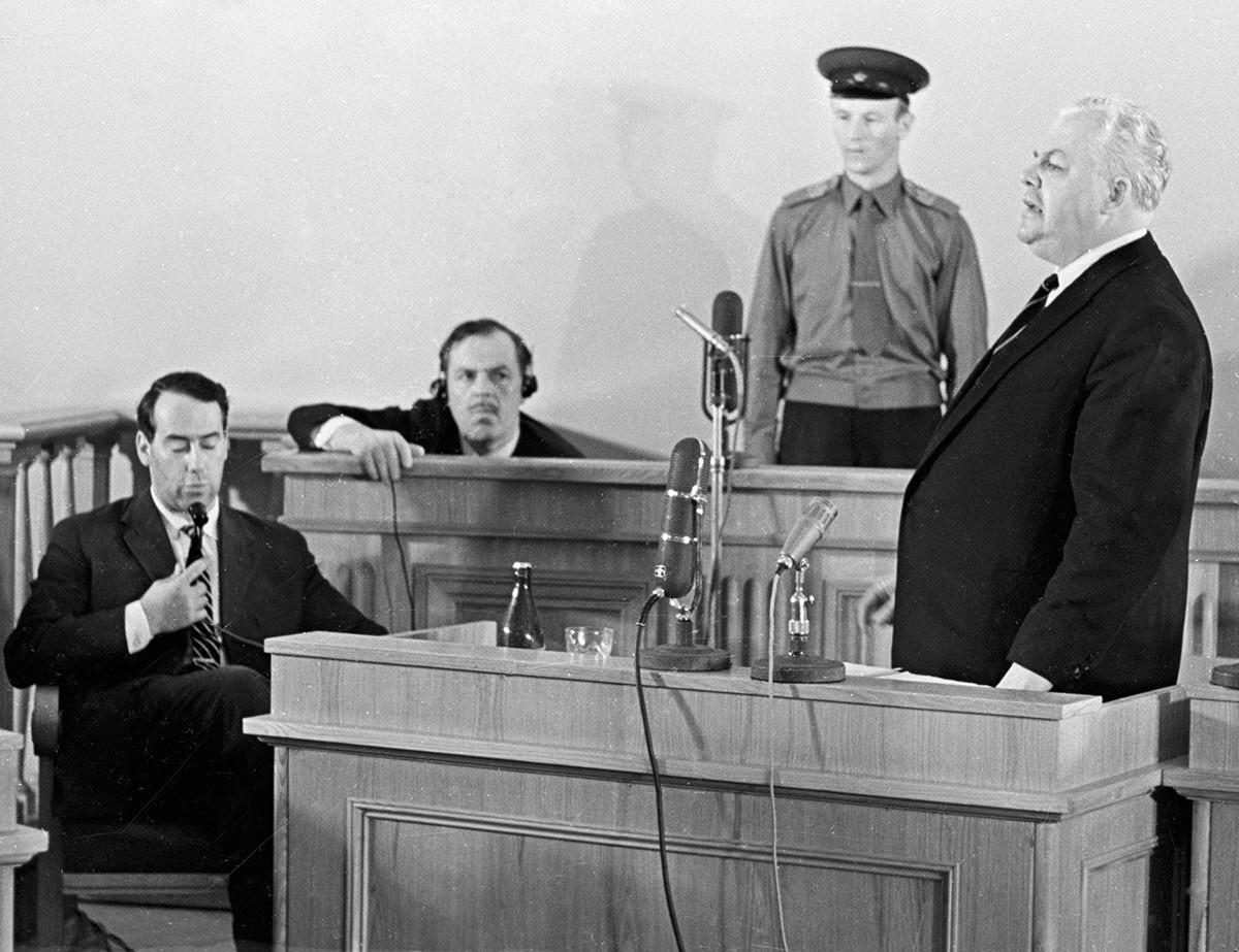 Процесс по делу англо-американских шпионов Олега Пеньковского и Гревилла Винна (2 слева).