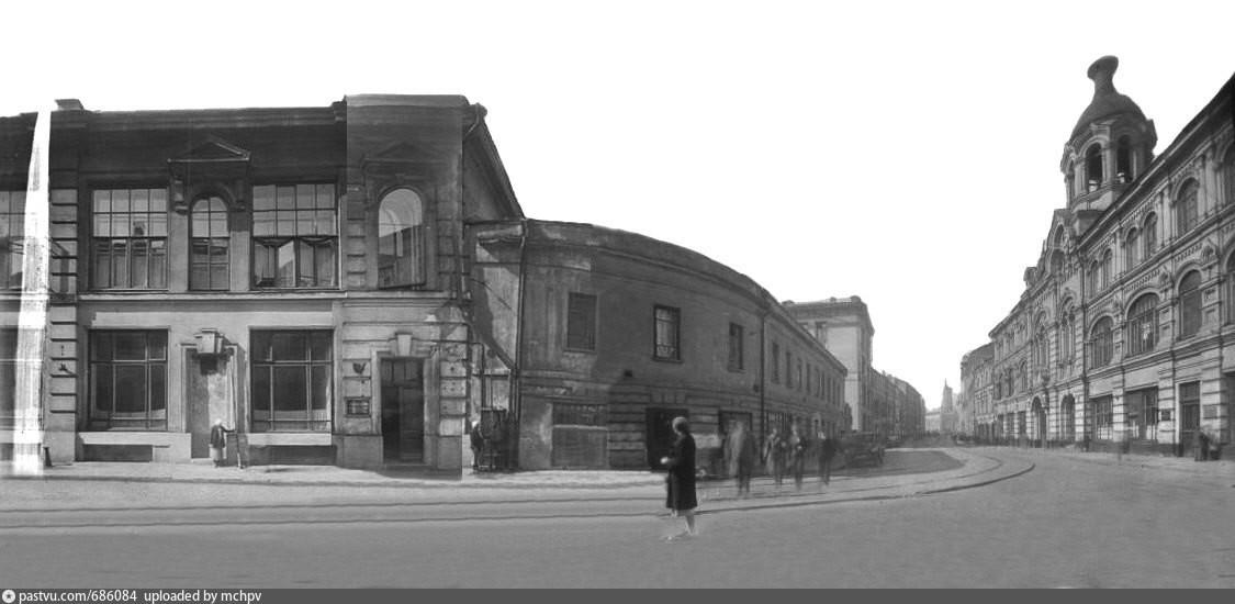 Stavba na vogalu v letih 1934-1935.