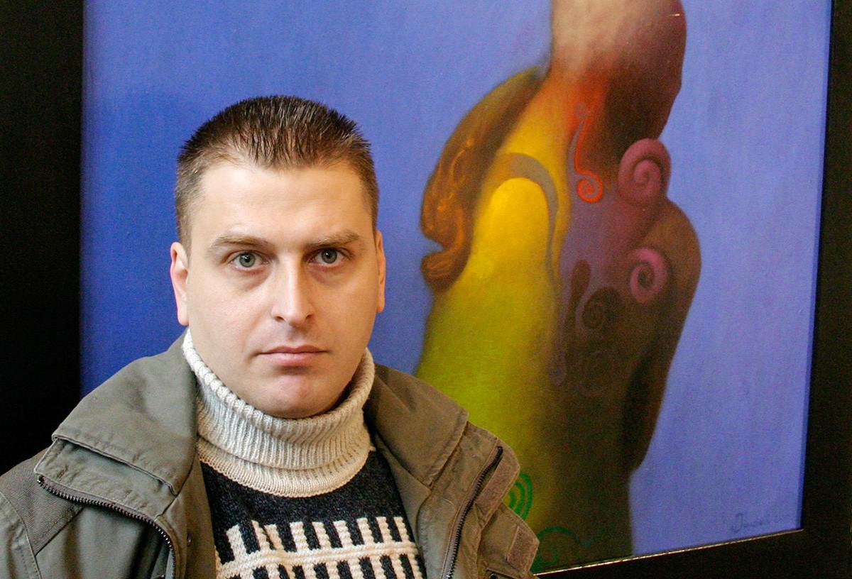 El artista Yakov Dzhugashvili, bisnieto de Stalin, en la inauguración de su exposición personal en Tiflis.