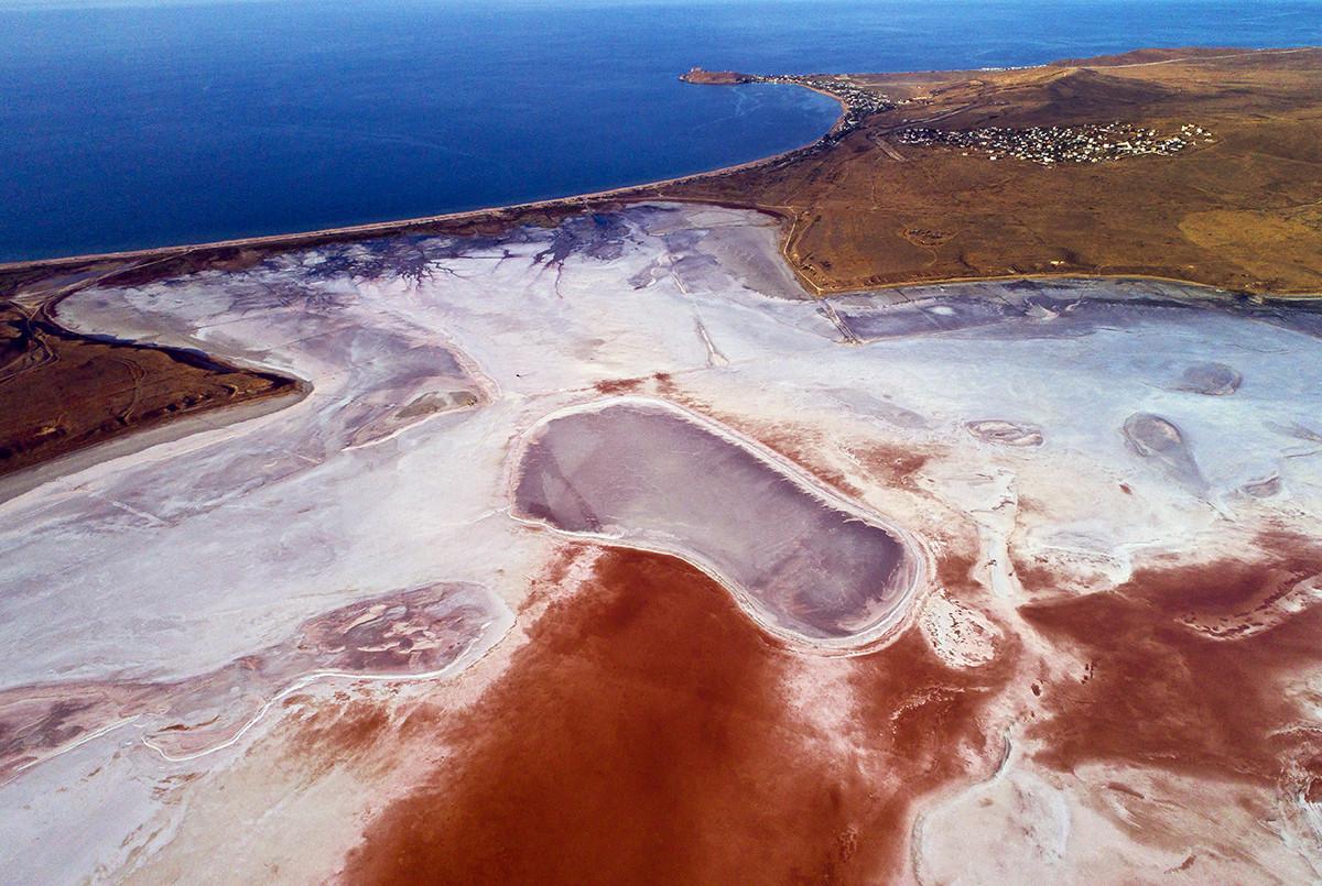 Jezero Čokrak v južni Rusiji.