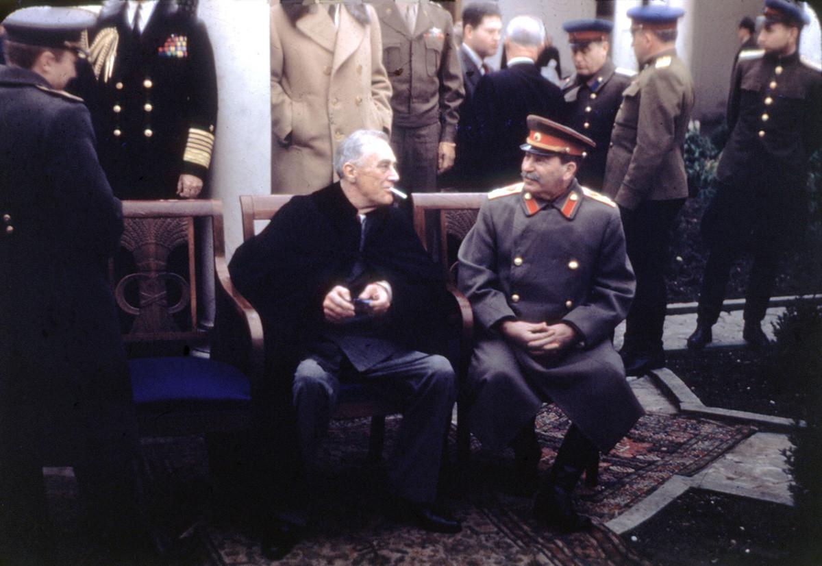 Konferencija u Jalti (Krim), Roosevelt i Staljin, veljača 1945., SSSR, Drugi svjetski rat. Fotografija vojske SAD-a.