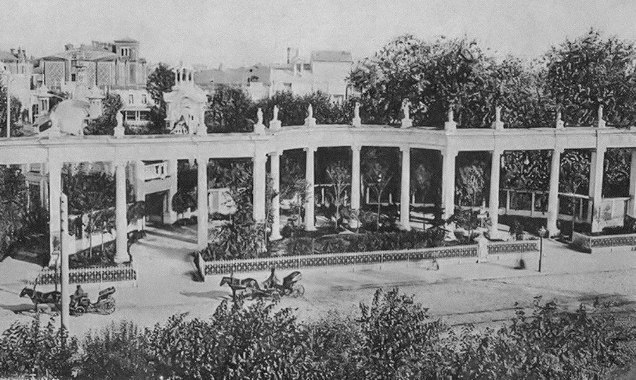 """Entrada principal do """"Aquário"""", Moscou, 1912."""