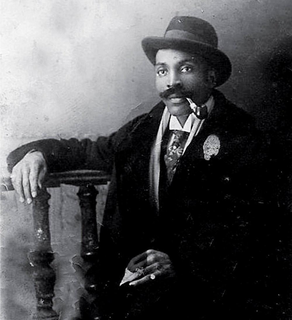 Frederick Thomas antes de 1928.