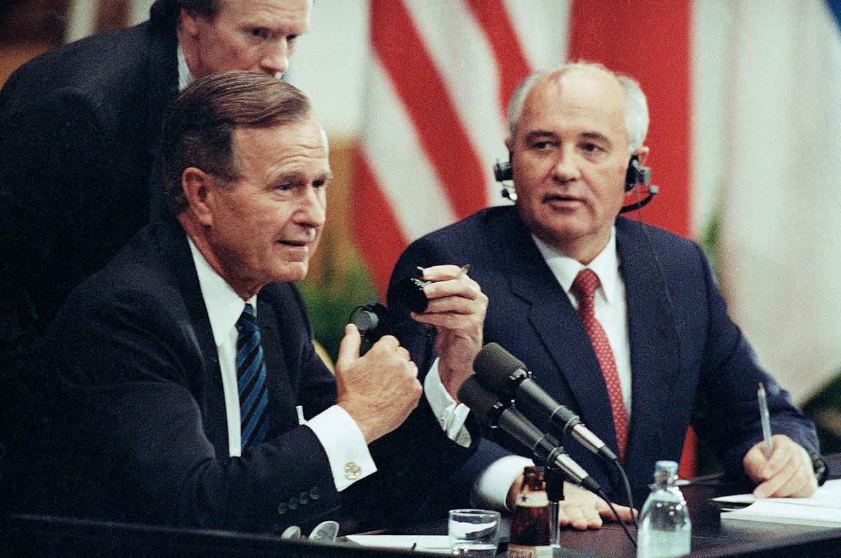 Михаил Горбачов и претседателот на САД Џорџ Буш