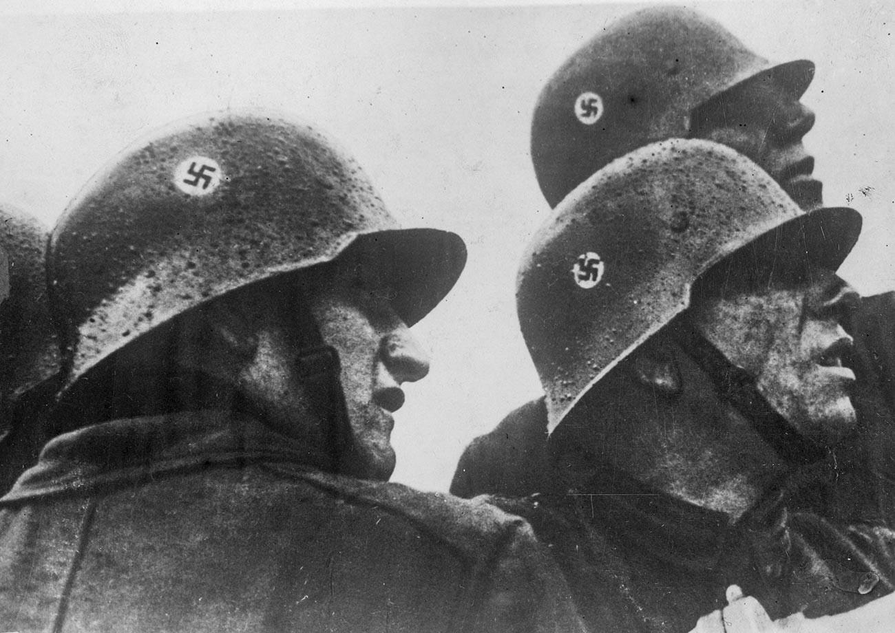 Pripadnici nacističke vatrogasne službe.