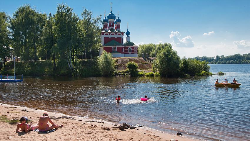 Reka Volga in cerkev sv. Dmitrija na Krvi