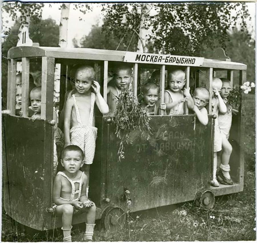 「赤いプロレタリア」工場の託児所