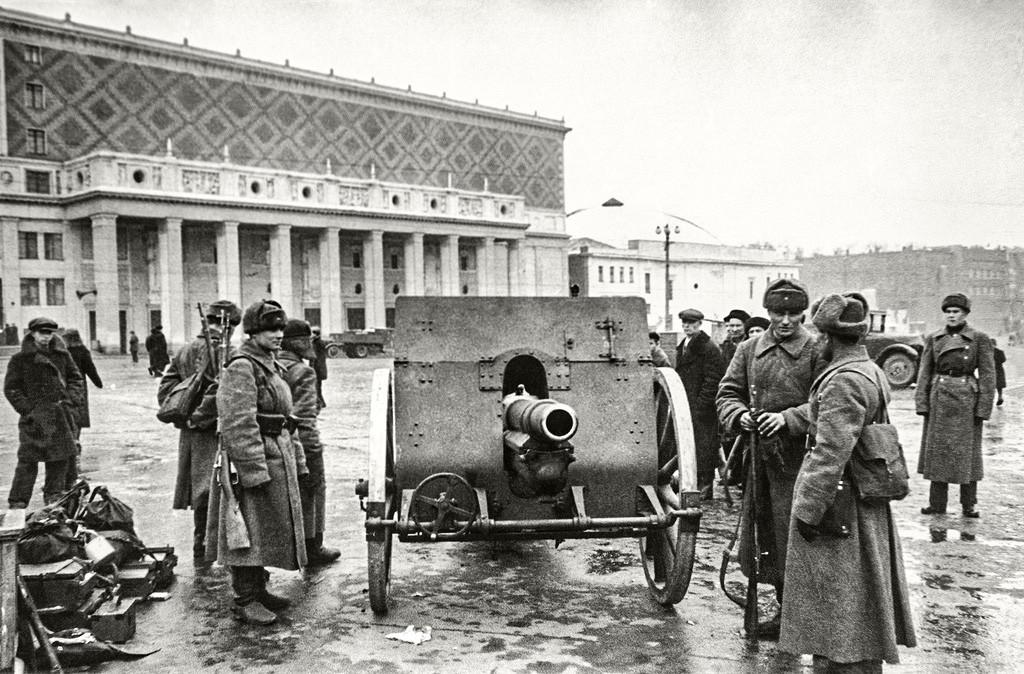 戦時中のモスクワの広場