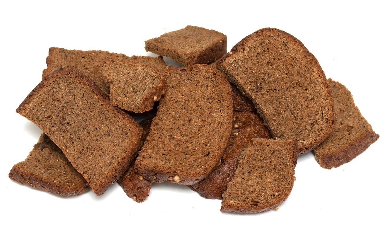 Torrada de pão de centeio.