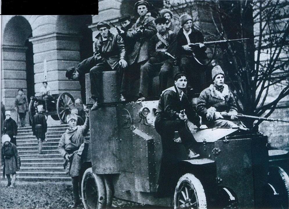 Un autoblindo a Pietrogrado, novembre 1917