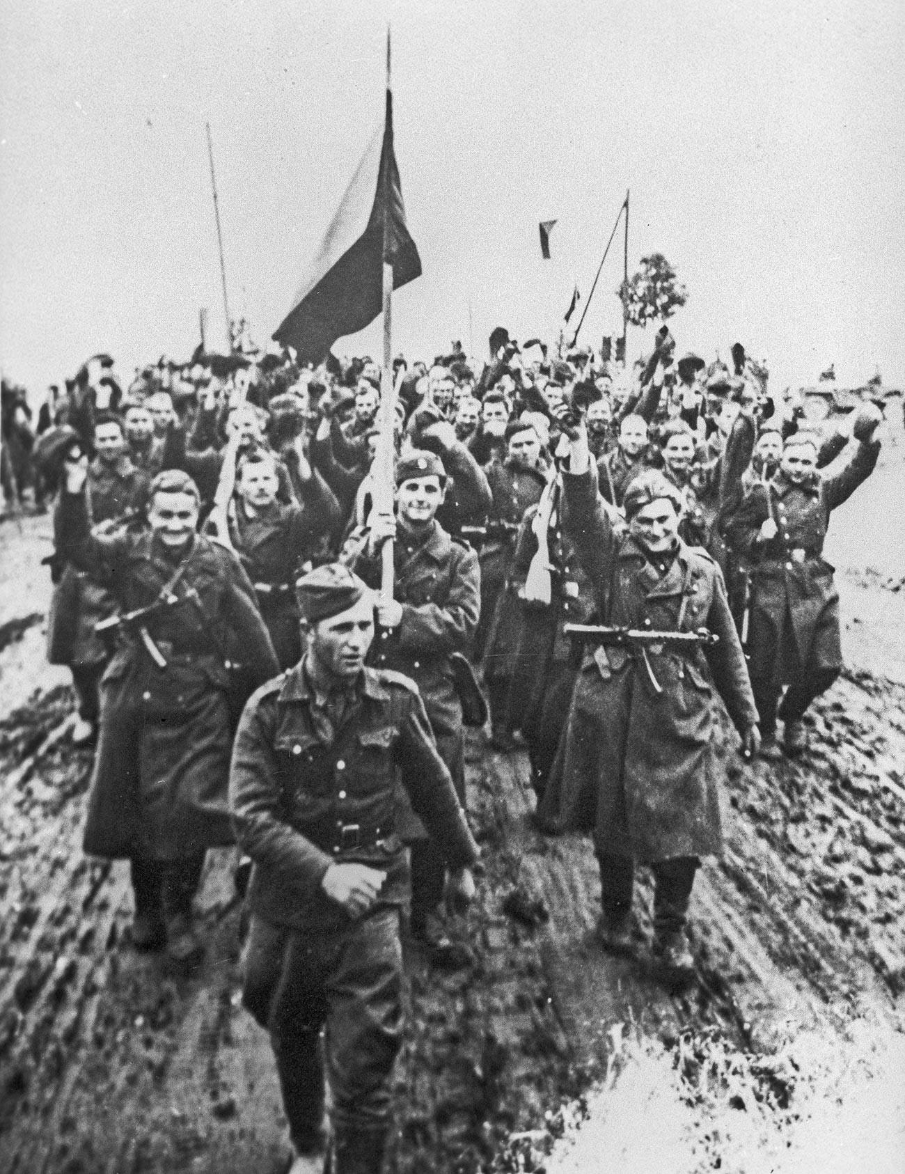 Veliki domovinski rat 1941.-1945. Vojnici Prvog čehoslovačkog armijskog korupsa./Iz arhiva Središnjeg muzeja oružanih snaga SSSR-a.