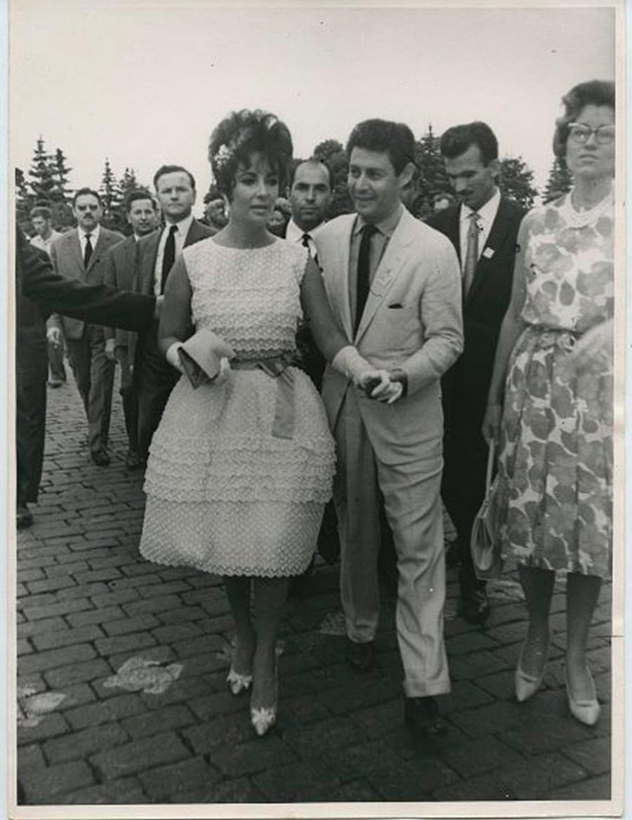 Elizabeth Taylor und Eddie Fisher auf dem Roten Platz, 1961
