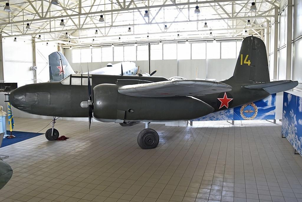 Abandonado em um campo de aviação ao norte de Vladivostok, este Boston foi restaurado em Novosibirsk e hoje segue exposto no Hangar 6B, atrás do edifício de entrada
