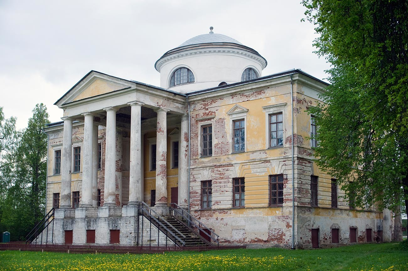 Znamenskoïe-Raïok. Intérieur du château.Escalier principal