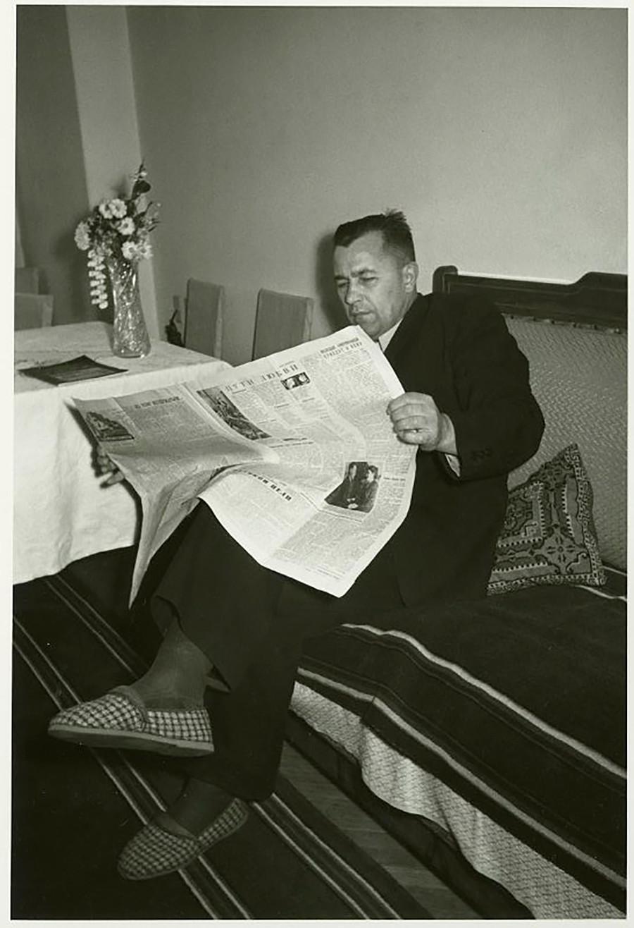 Lecture du journal « Goudok », 1957