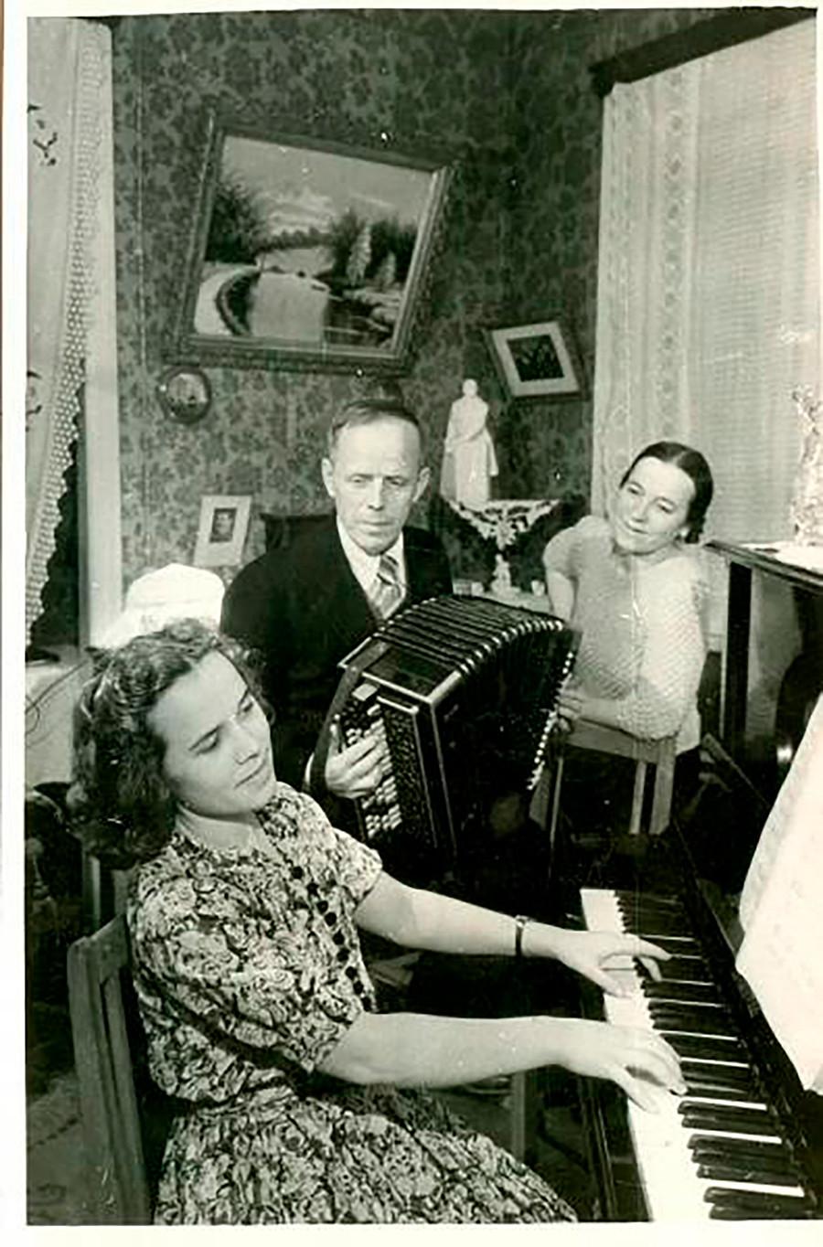 « La vie s'est améliorée, la vie est devenue plus amusante... », années 1940