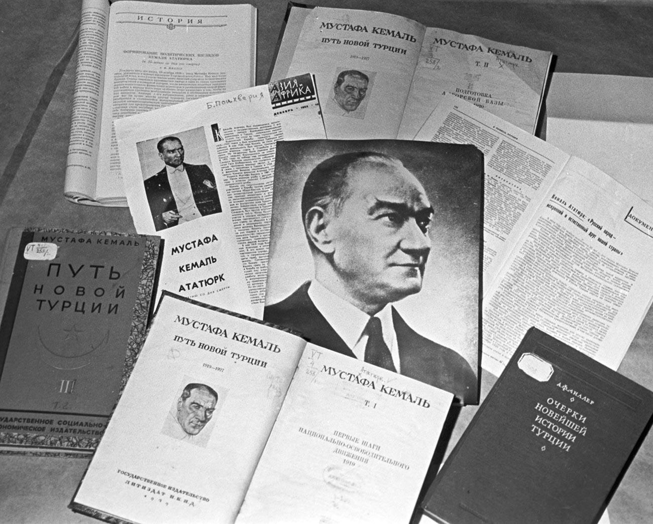 Œuvres de Mustafa Kemal traduites en russe et articles de chercheurs soviétiques à son sujet publiés à l'occasion du 25e anniversaire de sa mort