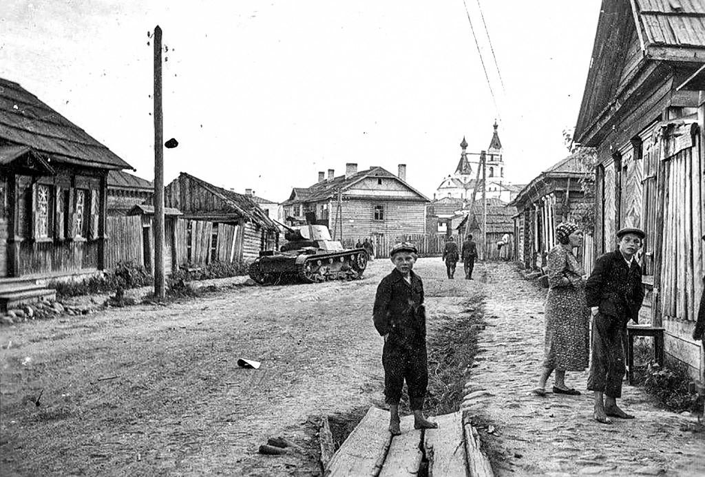 Le premier jour de l'occupation nazie de la ville de Nevel, dans la région de Pskov