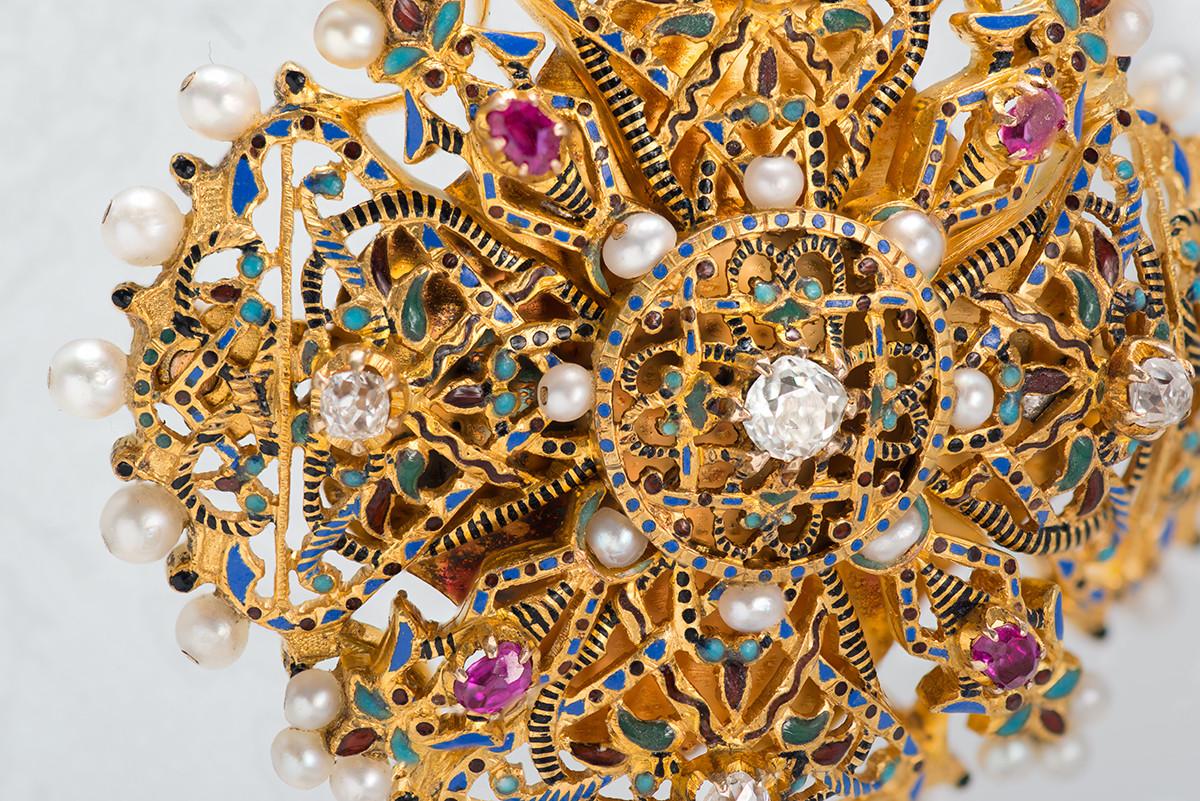 Broche-médaillon. Entreprise de joaillerie d'Ivan Tchitchelev. Moscou. Années 1880