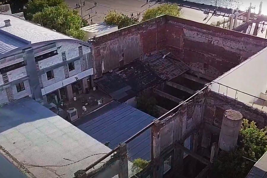 La partie centrale en ruines