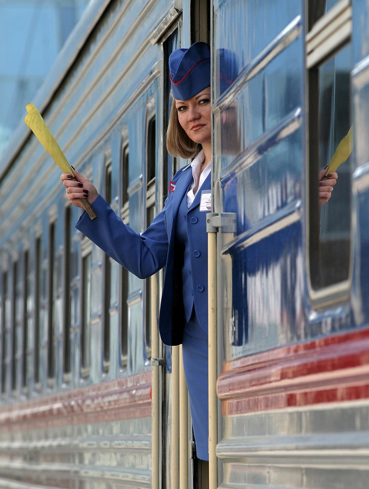 Une provodnitsa du train Don paisible, appelé en l'honneur du roman de Mikhaïl Cholokhov, qui relie la capitale à Rostov-sur-le-Don, dans le Sud du pays.